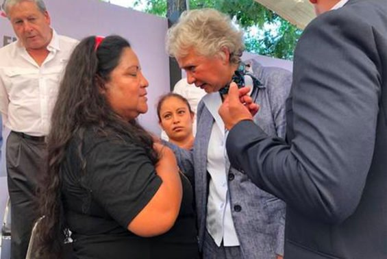Interior Secretary Sánchez, right, with relative of a massacre victim.