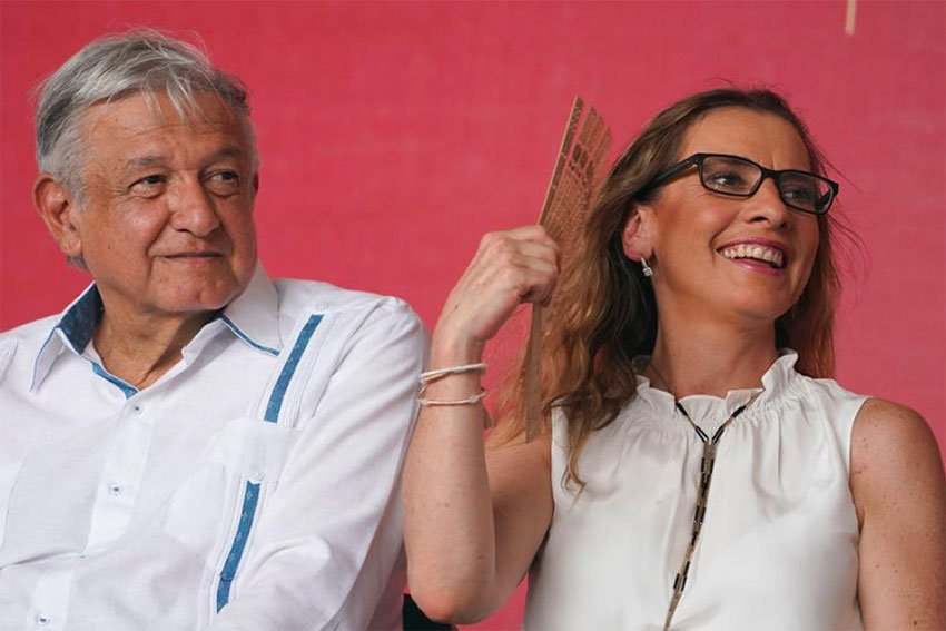 The president and his wife, Beatriz Gutiérrez, in Yucatán Saturday.