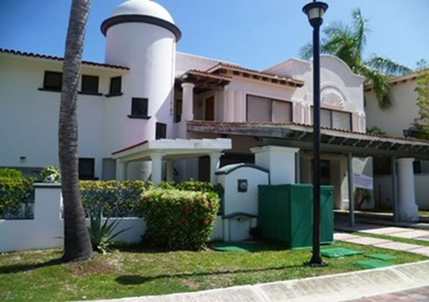This Cancún house is valued at 9.7 million pesos. Its narco-provenance is unknown.