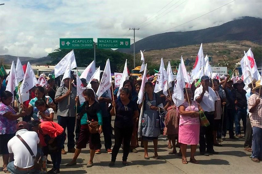 A highway blockade — one of many — protesting delay in delivery of fertilizer.