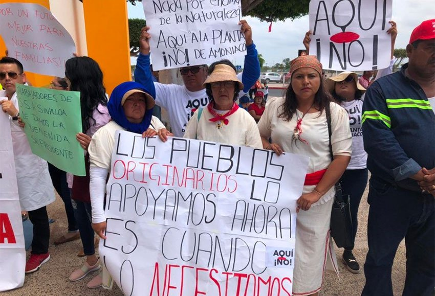 'Not here!' declare signs of protesters awaiting AMLO's arrival in Los Mochis.