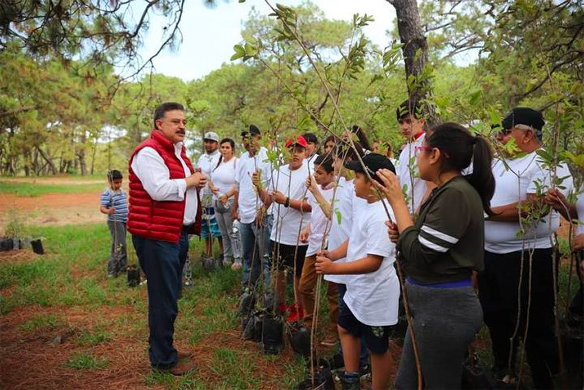 Federal government representive Lomelí and tree-planters in the Primavera Forest on Sunday.