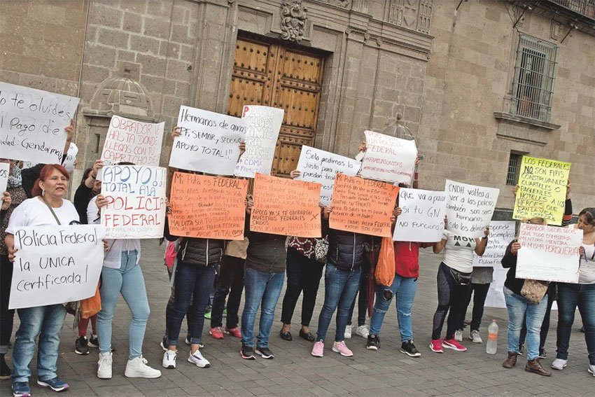 Police officers' wives protest in Mexico City after their husbands were labeled elitist.