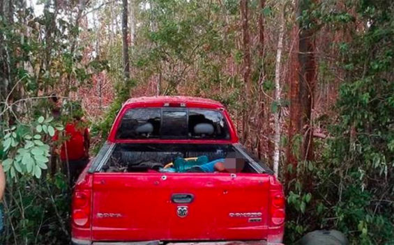 The truck that was attacked by gunmen in Bacalar.
