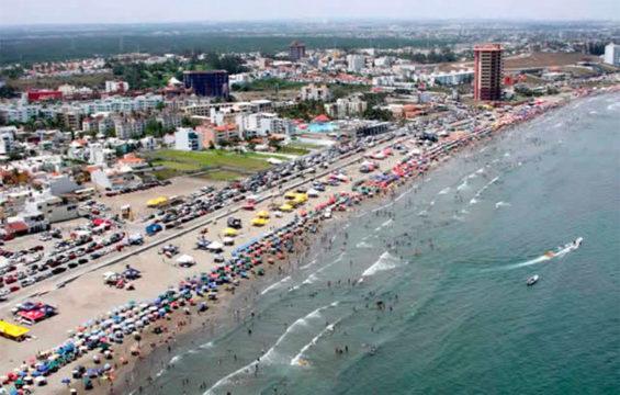 A sargassum-free beach in Veracruz.