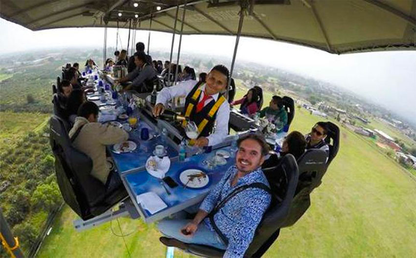 High-flying diners enjoy 360-degree views.