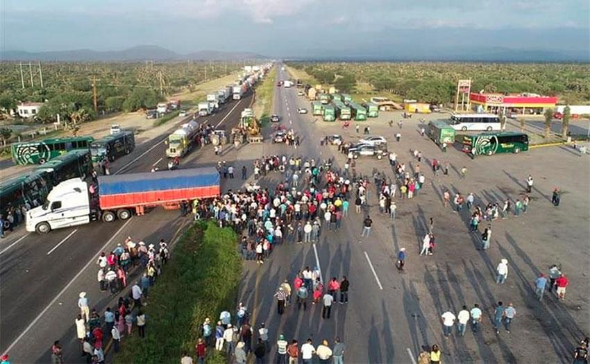 Highway blockade in San Luis Potosí