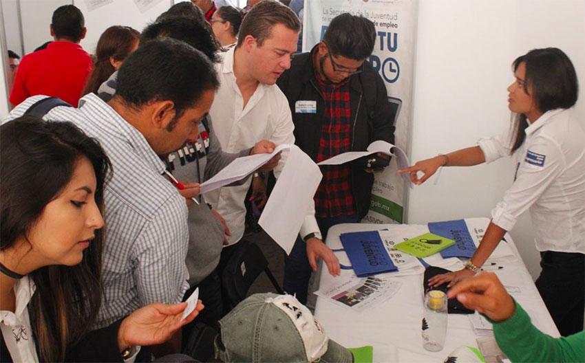Youths at a job fair in San Juan del Río, Querétaro.