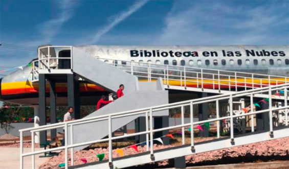 The repurposed airplane in Ciudad Hidalgo. 'library in the clouds.'