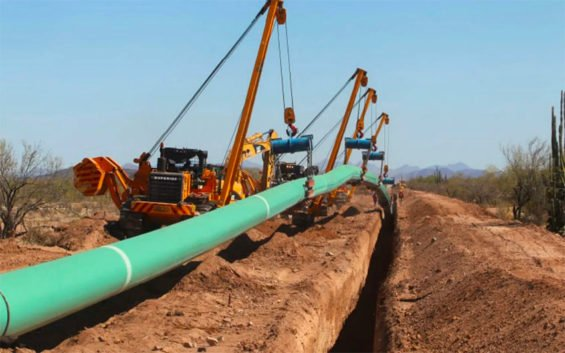 Industry is waiting for natural gas to arrive through the new Texas-Tuxpan pipeline, but legal action has delayed the movement of gas.
