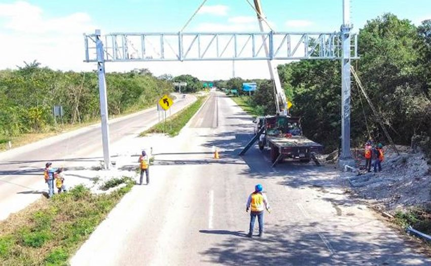 One of Yucatán's existing highway security gantries.