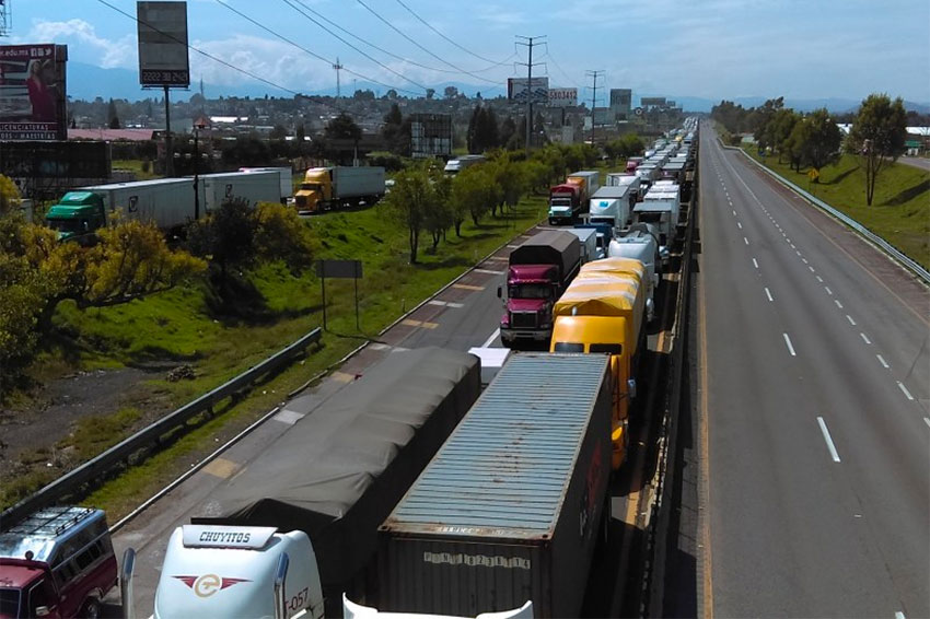 Gridlock on the Mexico City-Puebla highway during a 12-hour blockade on Thursday.