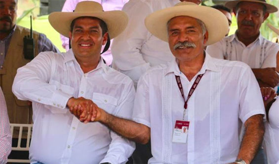 Undersecretary Peralta and self-defense force founder Mireles shake hands in La Huacana.