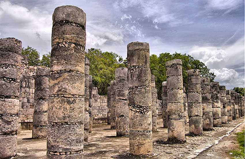 Damage at the site was located near Las Columnas (the columns).