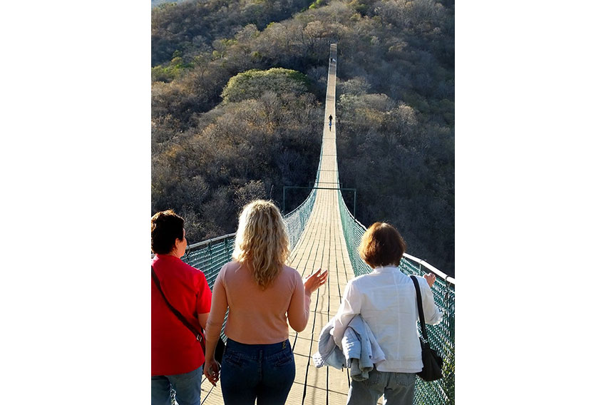7—Mundo-Hanging-Bridge-2