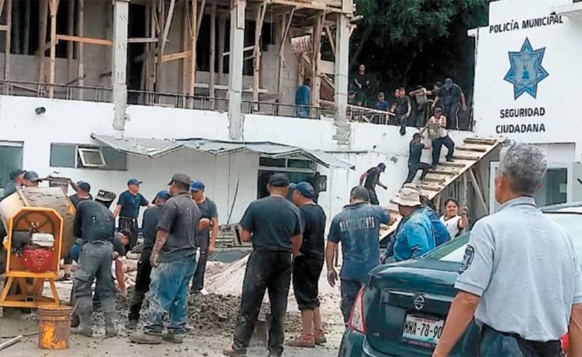 Cops fill in as albañiles.