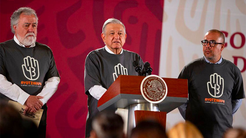 López Obrador and other officials wore special t-shirts in tribute to Ayotzinapa at Thursday's press conference.