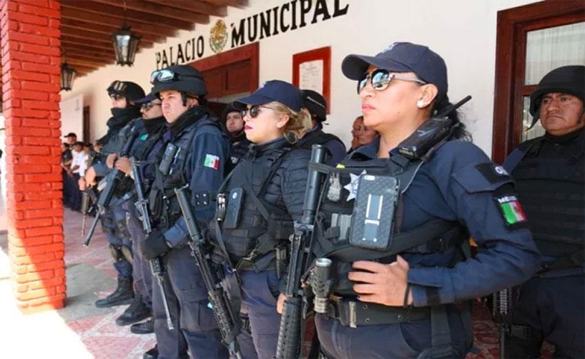 State police take over in Ziracuaretiro, Michoacán.