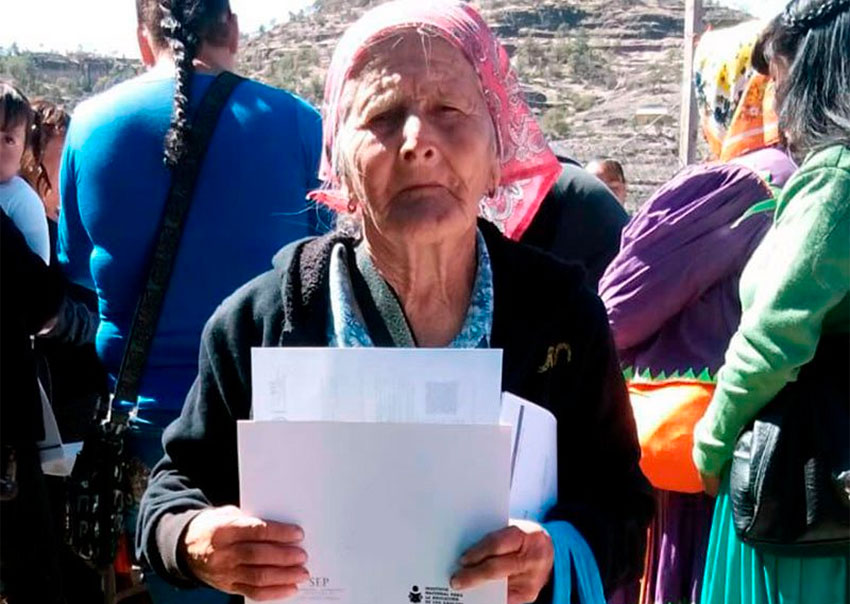 81-year-old graduate Ernestina Díaz.