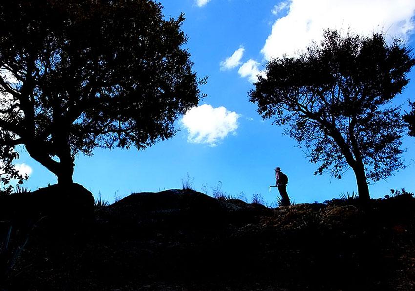 1—–a-Archaeologist-Rodrigo-Esparza