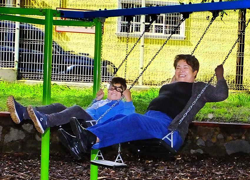 1—-a-sm-Happy-Swingers