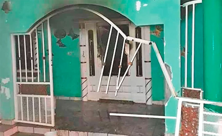 A house in Guaymas that came under attack by a commando.