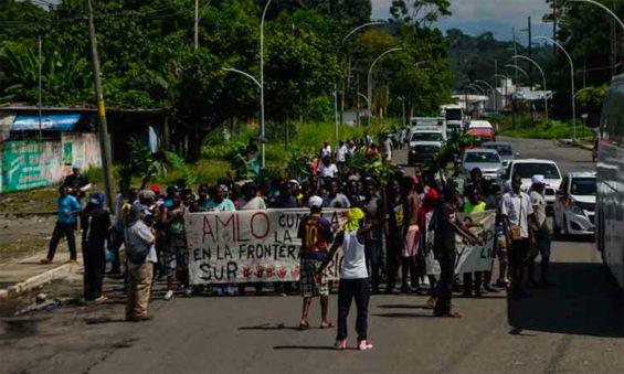 Migrants' caravan heads for Mexico City Saturday morning.