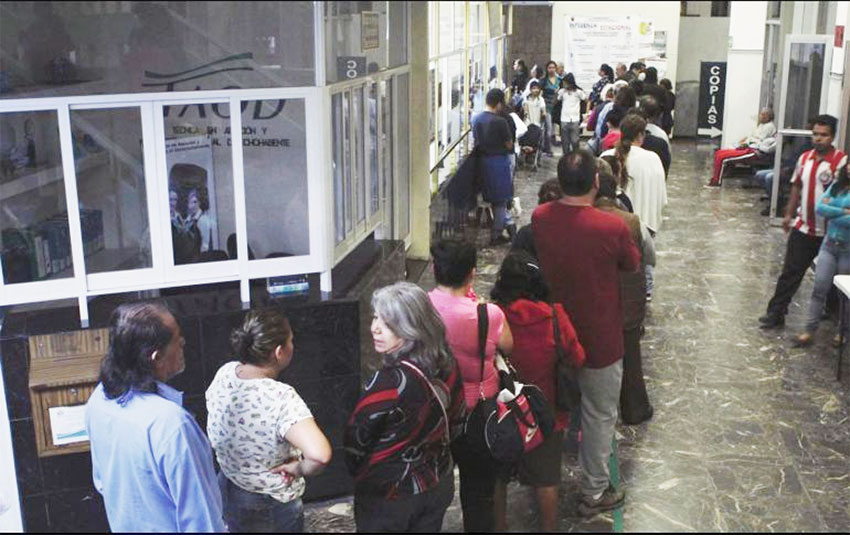Lineup for a dengue check in Jalisco.