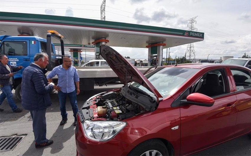 One of the vehicles affected by water in the gasoline at México state Pemex station.