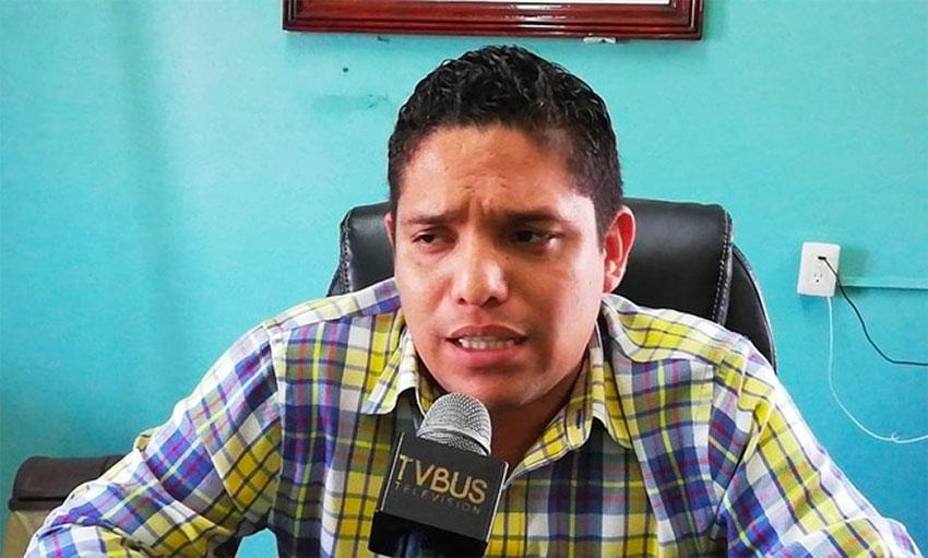 Mayor García of San Felipe Jalapa de Díaz.