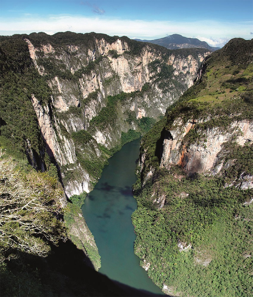 The Sumidero Canyon, formed by 1,000-meter-high cliffs on either side of the Grijalva river.