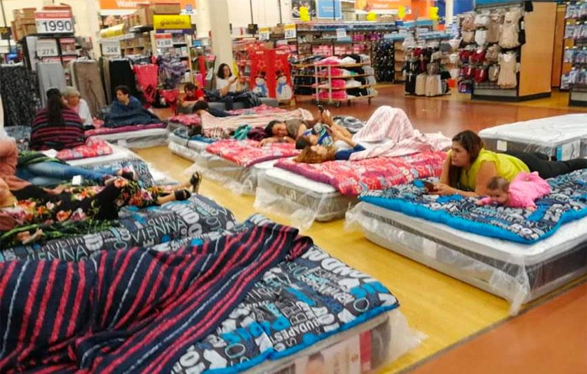 Shoppers enjoy Walmart hospitality in Culiacán.