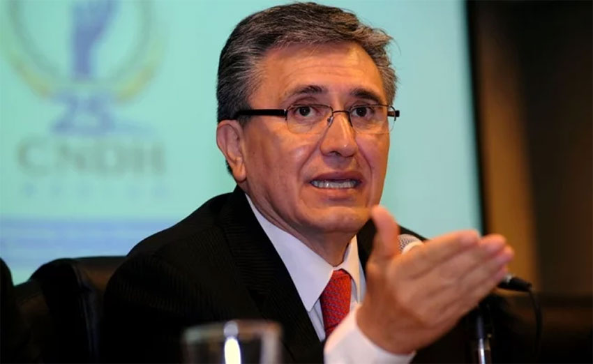 Outgoing rights commission chief González.