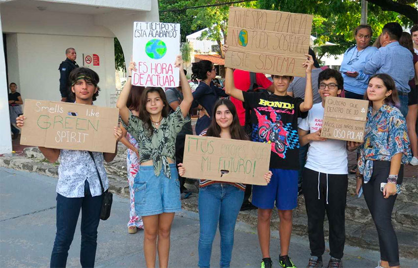 Students say no to mega-hotel project in Cancún.