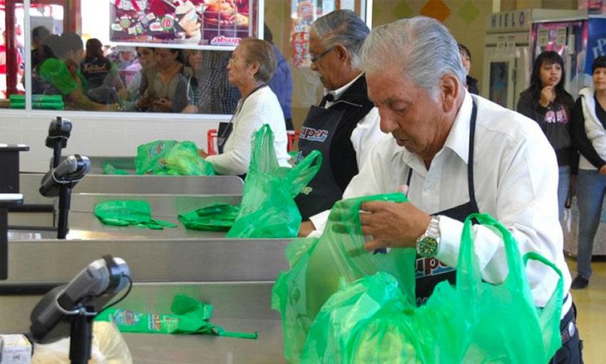Seniors bag groceries in exchange for tips