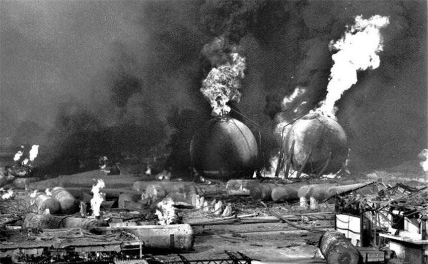 Gas tanks burn at the Pemex plant in San Juanico.