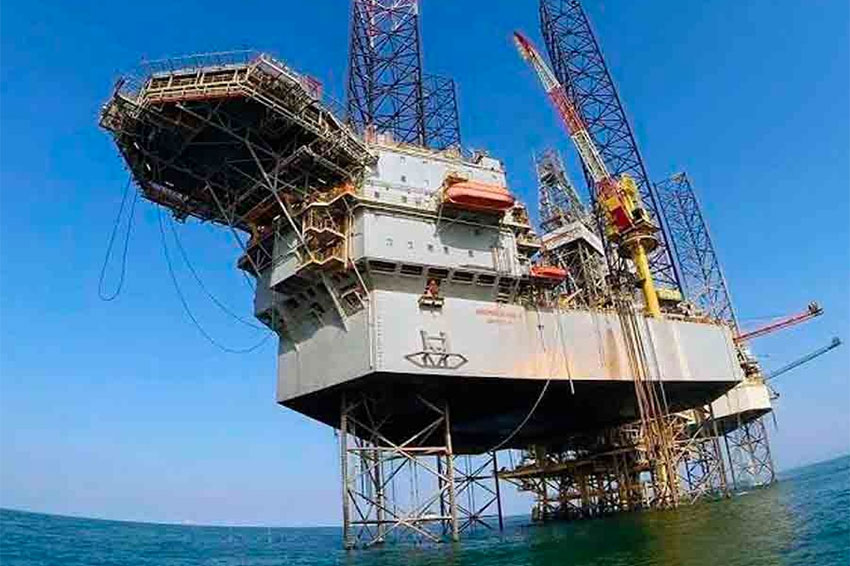 Drilling platforms and cargo ships are targets of pirates in the gulf.