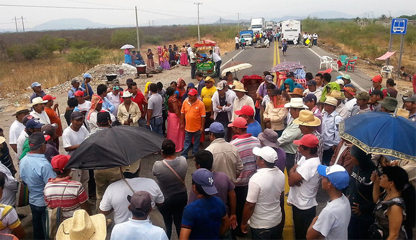 A Sol Rojo protest against the government's plans for the Isthmus of Tehuantepec.