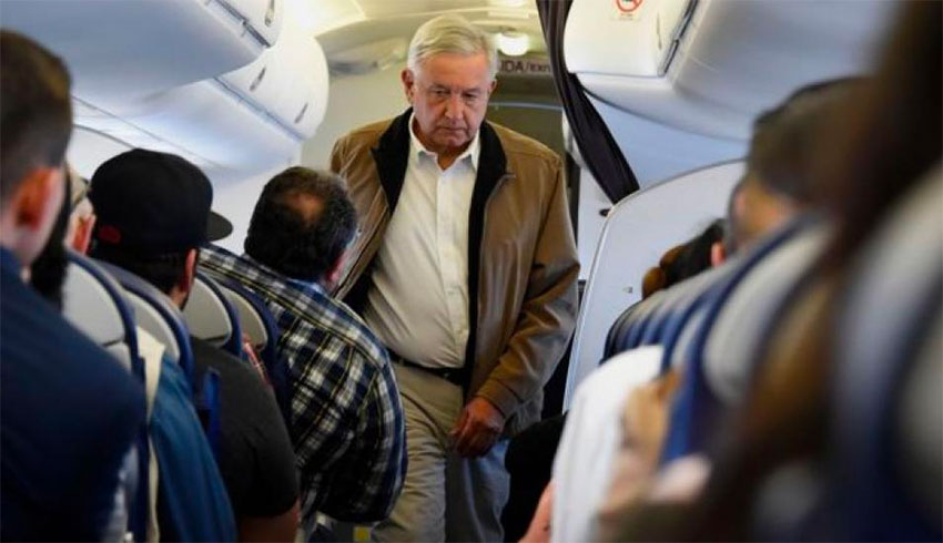 AMLO in coach.