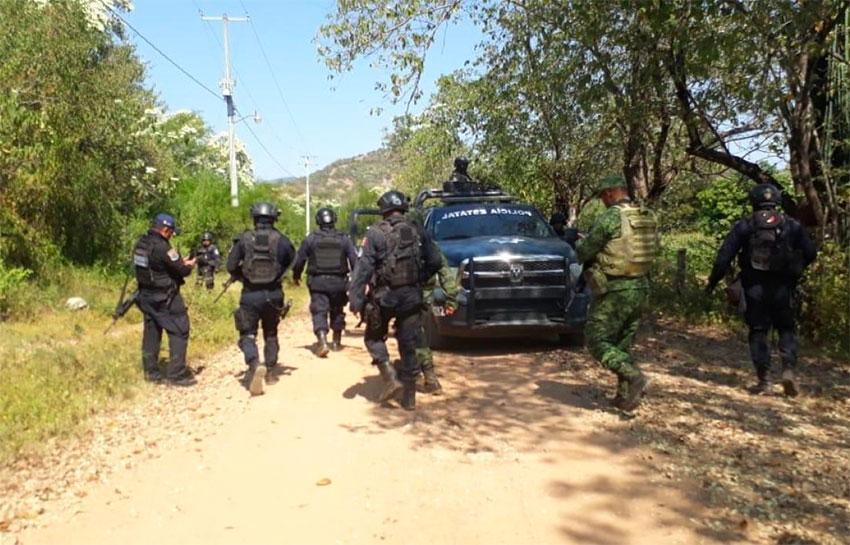Police at a murder scene in Zirándaro.