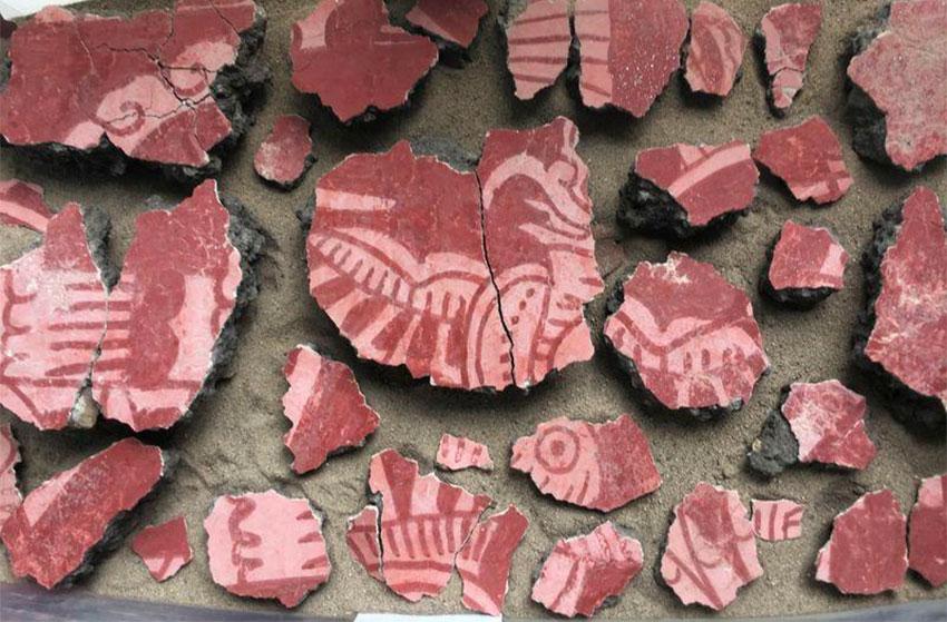Mural fragments depicting a bird that have been found at Teotihuacán. David Carballo/Proyecto Arqueológico Tlajinga