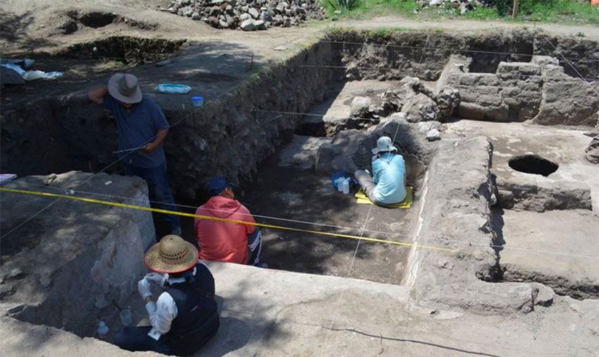 Archaeologists at work in Tlajinga, Teotihuacán.