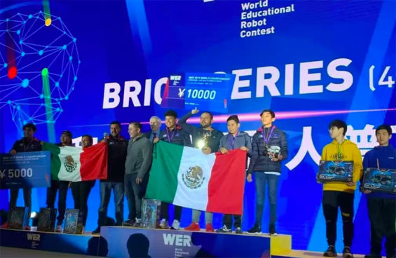 Mexicans at the podium at international robotics contest in China.