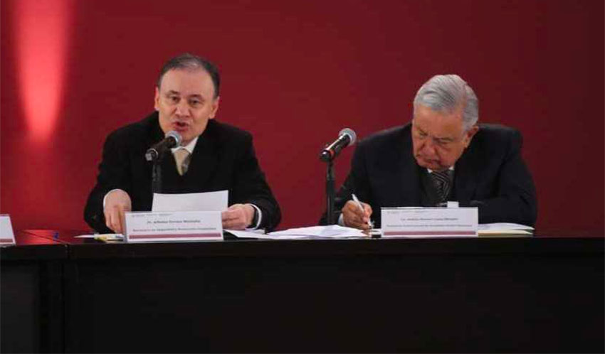 Durazo, left, and López Obrador during a report on security.