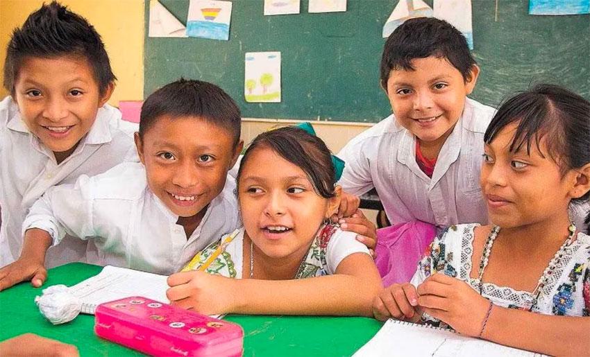 Bilingualism a goal in Yucatán schools.