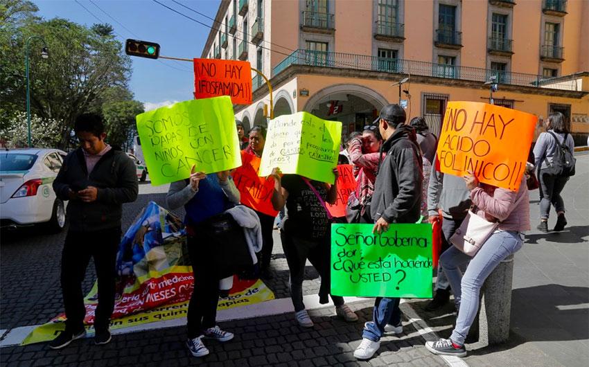 """Résultat de recherche d'images pour """"In Mexico, parents protest lack of cancer drugs for their children"""""""""""