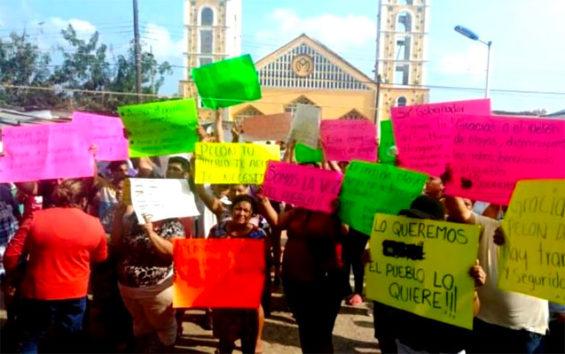 'We love you:' a protest against suspected cartel leader's arrest.