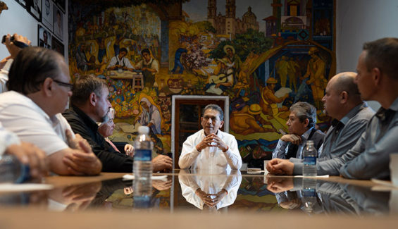 Taxco Mayor Marcos Parra, center, addresses members of the LeBaron family and activist José Díaz Navarro.