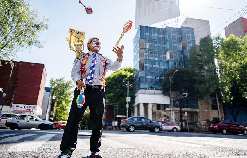 Mexico City juggler Roberto Barnan.