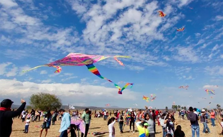 Go fly a kite in Tequisquiapan this week and next.